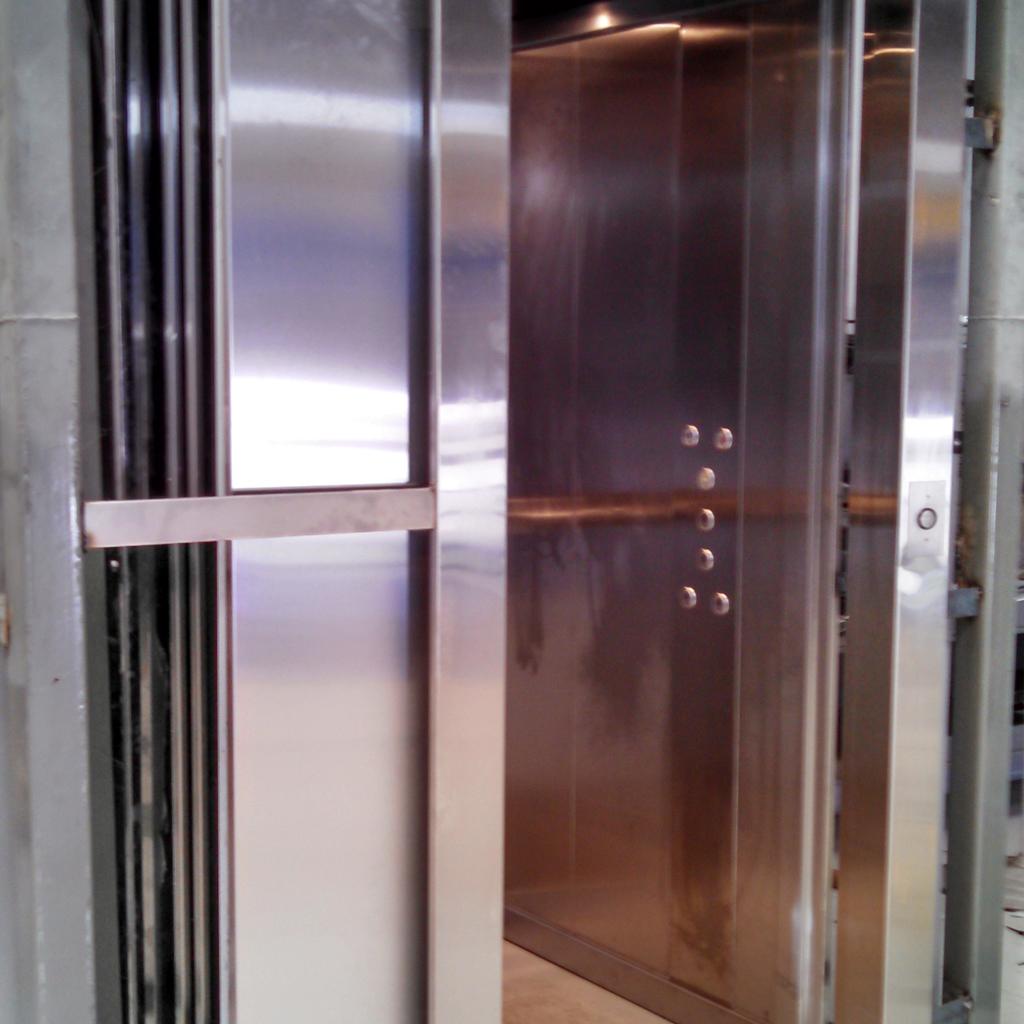 Puerta automática ascensor · QualityRosario